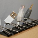paperclips-to-organize-cables
